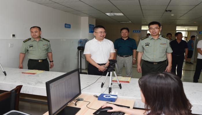 杨波检查指导征兵体检工作