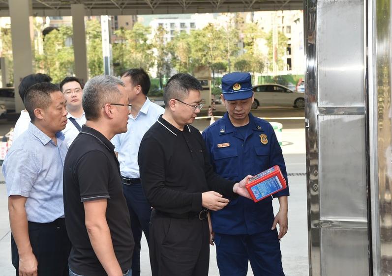 杨波带队检查节前安全工作