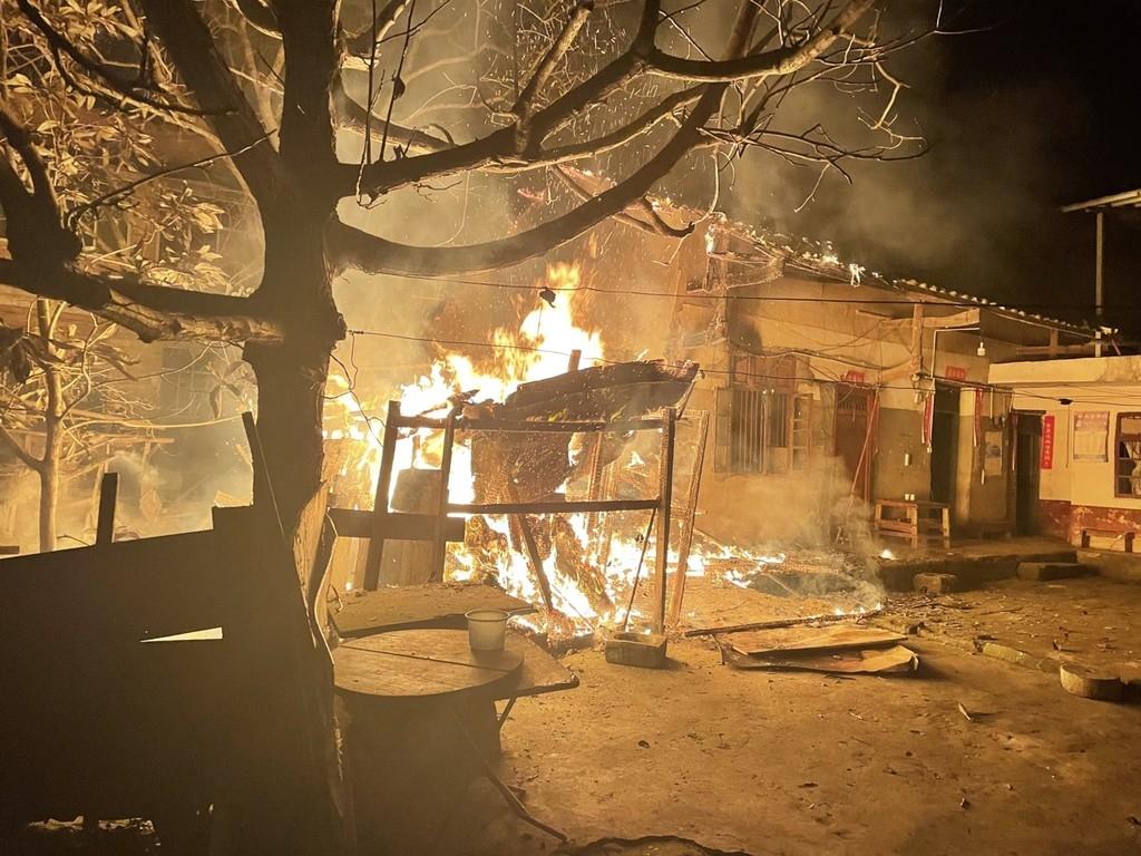 """巴中一民房起火  过火面积约30平方米"""""""