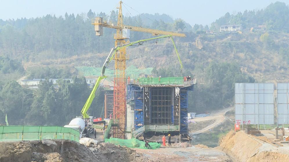 汉巴南铁路巴河大桥连续梁0号块全部浇筑完成
