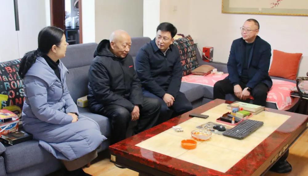 区教科体局:开展春节前走访慰问活动