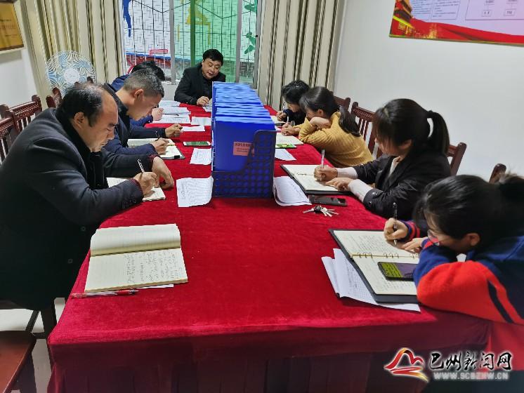 花溪小学:学党史 悟原理 强党风 铸师魂