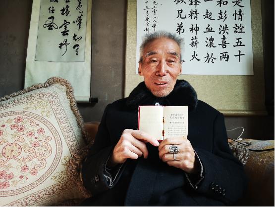 """走近""""五老""""听故事丨捐红色藏品、办党史主题展 巴中84岁老人献礼建党百年"""